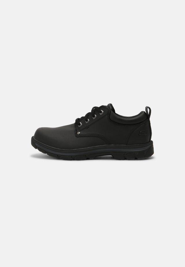 SEGMENT RILAR - Zapatos con cordones - black