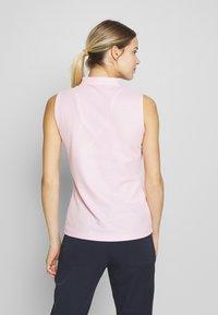 Calvin Klein Golf - SLEEVELESS PERFORMANCE - Polotričko - pale pink - 2