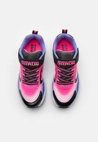 Skechers Performance - GO RUN CONSISTENT UNISEX - Chaussures de running neutres - black/multicolor - 3