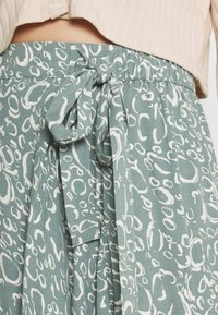 Vero Moda - VMLIVA MINI WRAP SKIRT - Mini skirt - laurel wreath/liva - 4
