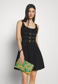 Versace Jeans Couture - LEOPARD BAROQUE POUCH - Clutch - frog - 1
