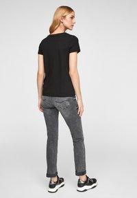 QS by s.Oliver - Basic T-shirt - black - 2