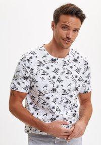 DeFacto - Print T-shirt - white - 0