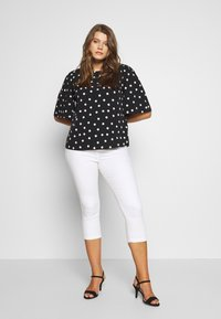 CAPSULE by Simply Be - AMBER  - Jeggings - white - 1