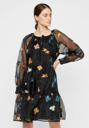 MIT LANGEN ÄRMELN - Day dress - black