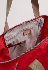 Kipling - ART M - Shoppingveske - true red - 6
