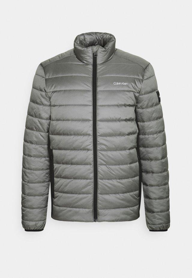 ESSENTIAL SIDE LOGO JACKET - Winter jacket - pewter