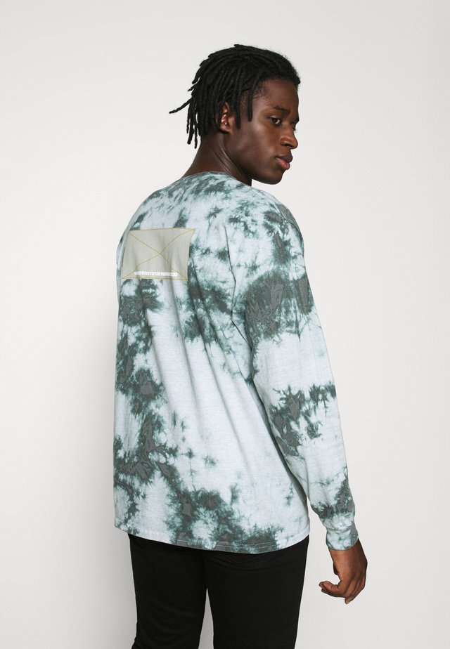 TIE DYE PATCHED TEE - Long sleeved top - sage