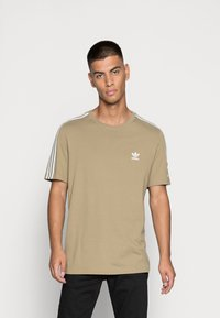adidas Originals - TECH TEE - Print T-shirt - orbit green - 0