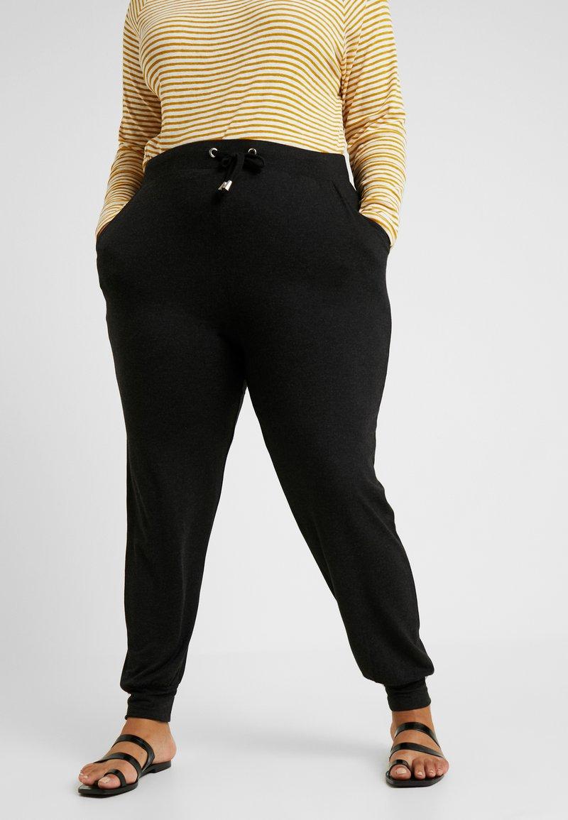 ONLY Carmakoma - CARCARMA PANTS - Verryttelyhousut - black/melange