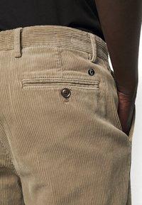 CLOSED - ATELIER TAPERED - Kalhoty - muddy beige - 5