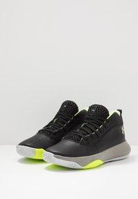 Under Armour - LOCKDOWN 4 - Zapatillas de baloncesto - black/gravity green/x-ray - 2