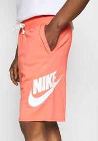 Nike Sportswear - ALUMNI - Träningsbyxor - turf orange - 9