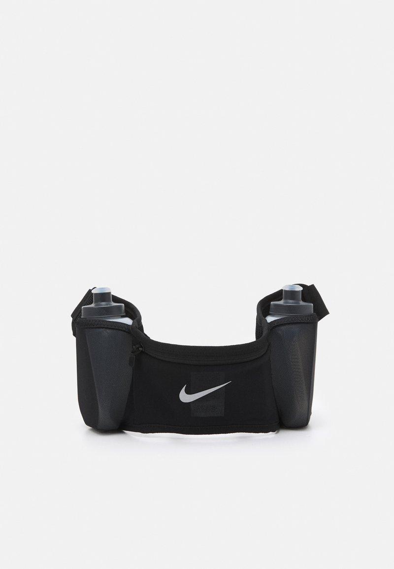 Nike Performance - DOUBLE POCKET FLASK BELT UNISEX - Ledvinka - black/silver