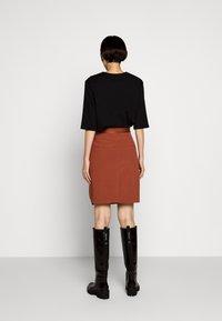 Holzweiler - STRANDA SKIRT - Pouzdrová sukně - terracotta - 2