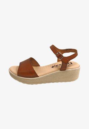 Sandalias de cuña - marrón