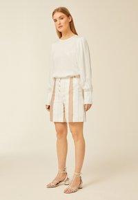 IVY & OAK - Shorts - beige - 0