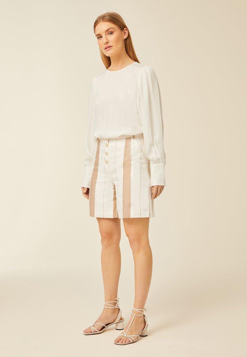 IVY & OAK - Shorts - beige