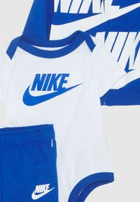 Nike Sportswear - SPLIT FUTURA PANT BABY SET - Body - game royal - 3