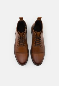 LAST STUDIO - VELVEL - Lace-up ankle boots - brown - 3