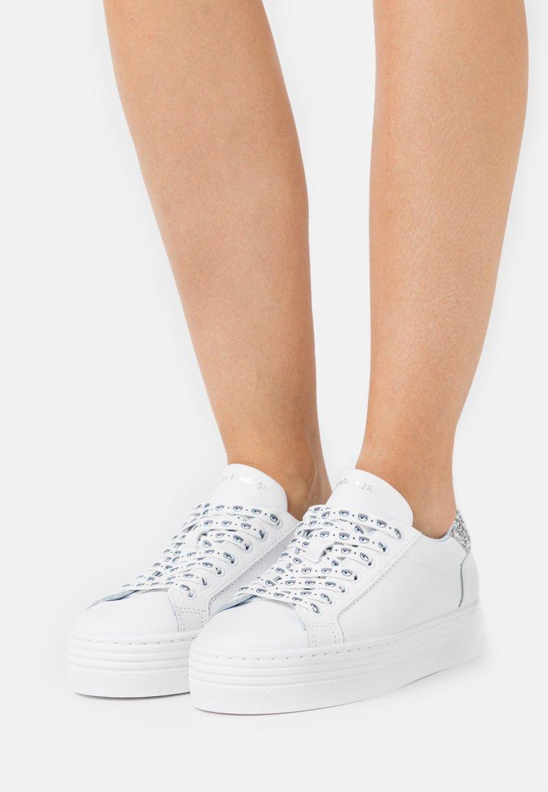 CHIARA FERRAGNI - LACE LOGOMANIA - Sneakersy niskie - white