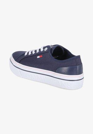 TOMMY JEANS FLATFORM - Sneakers basse - blau