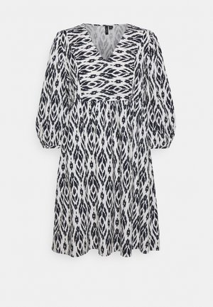VMDICTHE SHORT DRESS - Denní šaty - snow white/navy blazer