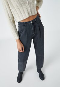 PULL&BEAR - SLOUCHY - Relaxed fit jeans - black - 4