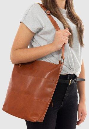 SHOPPER ZAHARA - Across body bag - brown