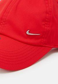 Nike Sportswear - HERITAGE UNISEX - Caps - university red/silver - 3