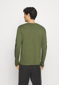 Pier One - Långärmad tröja - olive - 2