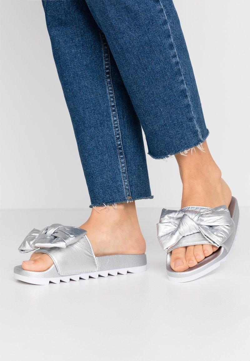 Colors of California - Pantofle - silver