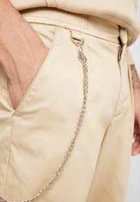 Redefined Rebel - LEE CROPPED PANTS - Trousers - travertine - 4