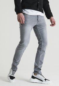CHASIN' - Straight leg jeans - grey - 0