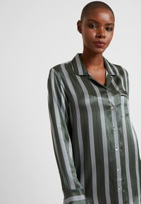 ASCENO - SLEEP - Pyjama top - olive stripe - 3