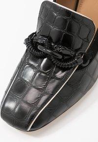 Tory Burch - JESSA RECTANGLE HARDWARE  - Klassieke pumps - perfect black - 2