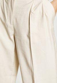 YAS - YASGRIPPA PANT ICON - Trousers - tapioca - 4