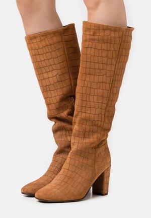 VMMELAN BOOT - Vysoká obuv - cognac