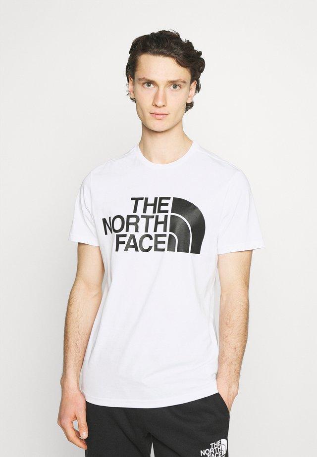 STANDARD TEE - Camiseta estampada - white