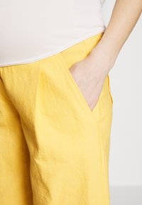 Balloon - WIDE PANTS WITH FLUID POCKET - Pantaloni - yellow - 4