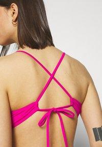 Tommy Hilfiger - MIAMI TRIANGLE FIXED - Bikini top - eccentric magenta - 4