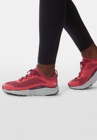 The North Face - VECTIV ESCAPE - Hiking shoes - paradisepnk/pamplonapurpl - 1