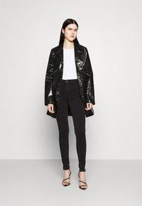 ONLY - ONLBLUSH LIFE BOX - Jeans Skinny Fit - black denim - 1