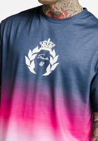 SIKSILK - ESSENTIAL FADE TEE - T-shirt print - navy/pink/white - 4