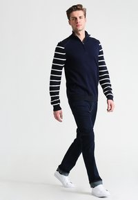 Pier One - BASIC - Straight leg jeans - rinsed - 1