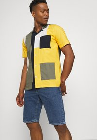 Cotton On - ROLLER SHORT - Denim shorts - coogee blue - 3