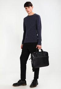 Still Nordic - CLEAN BRIEF ROOM UNISEX - Briefcase - black - 1