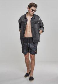 Urban Classics - BLOCK - Swimming shorts - blk/darkcamo - 1