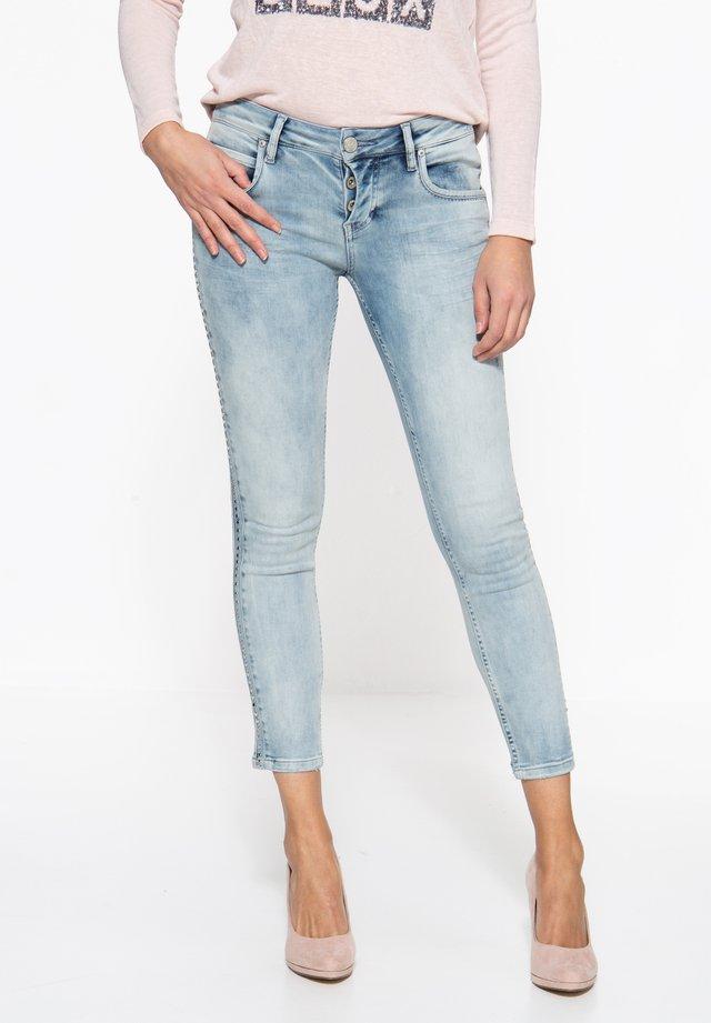 MIT SEITLICHEM NIET - Slim fit jeans - blau