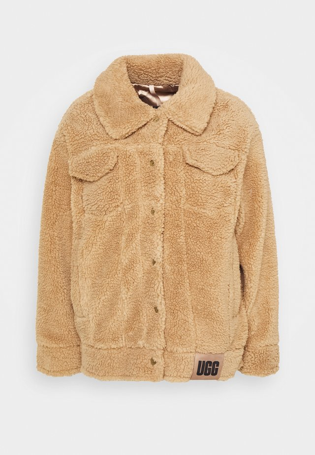 FRANKIE SHERPA TRUCKER JACKET - Winter jacket - camel